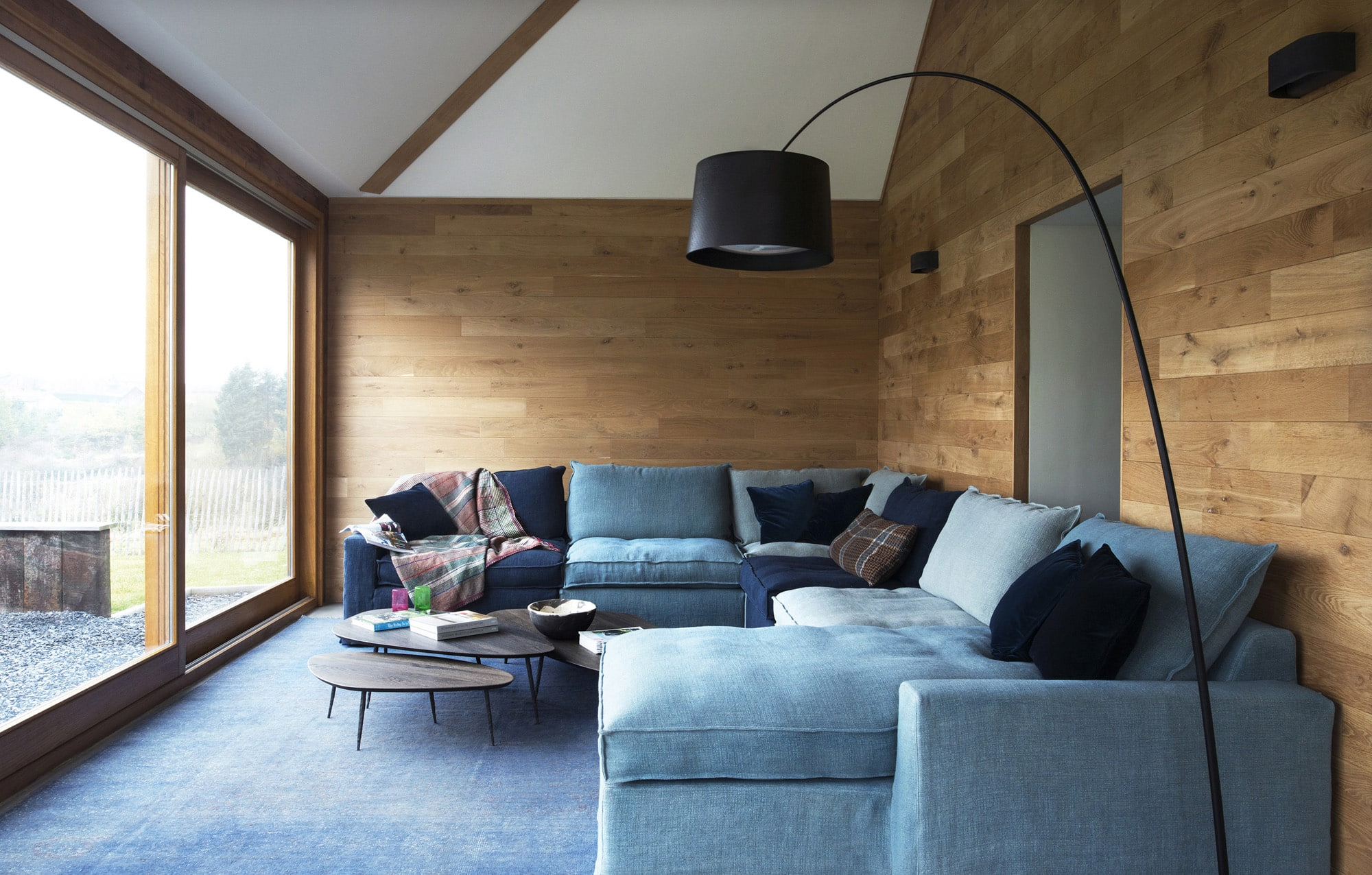 Canapé en tissu bleu maries corner