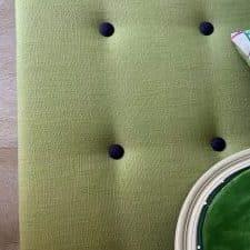 tete de lit verte clou bleu marine