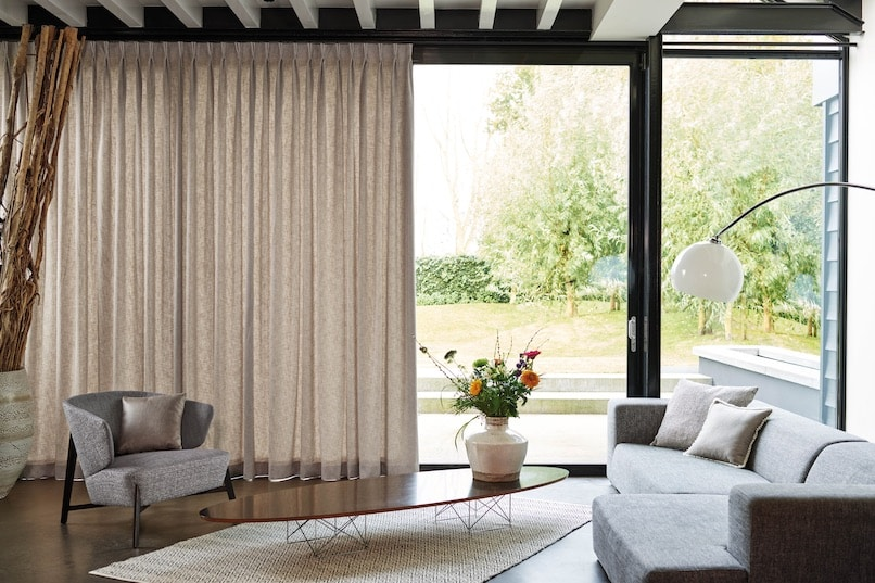 rideau dans un salon moderne
