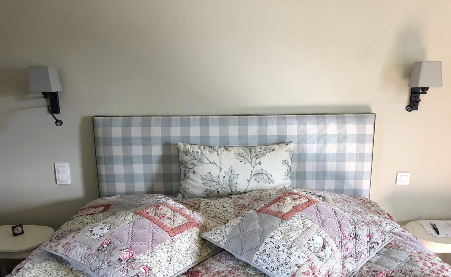 tete de lit dans une chambre