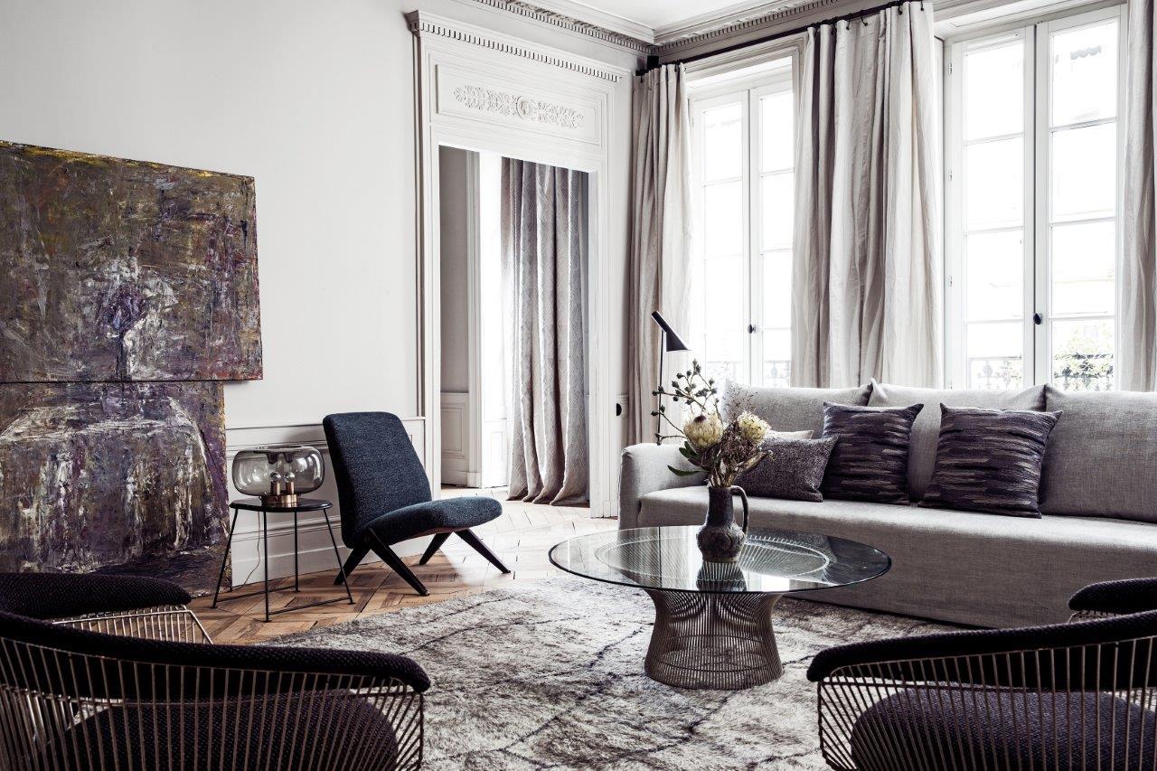 grand rideaux gris clair intérieur moderne